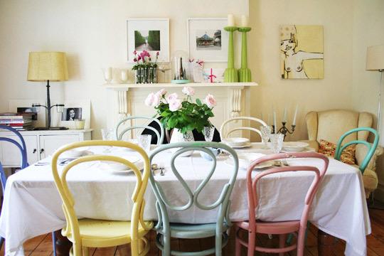 Tavolo Con Sedie Colorate.Sweet Peach Design Blog Honeysuckle Life